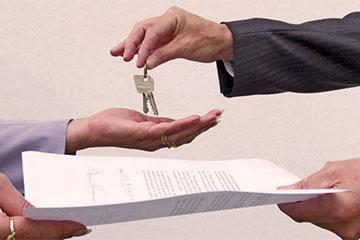 Достоинства и недостатки переведения жилья в частную собственность