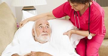 Лежачий больной пенсионер