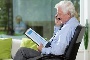 Пенсионер на работе