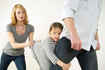 отец забирает ребенка после развода
