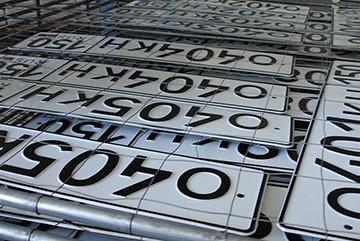 новые таблички с номерами атомобиля