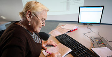 пенсионер считает пенсию