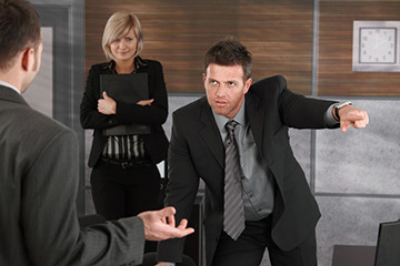 работодатель увольняет сотрудника
