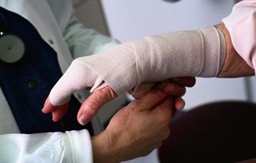 за травмы и профзаболевания работодатель должен платить